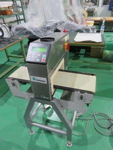 H1700146 アンリツ産業 金属検出機 KD8113A 通過高さ:80mm 最大通過幅:300mm ベルト幅:220mm  取説・仕様有り