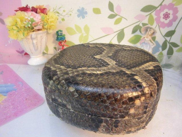 (送料無料)32.980円 沖縄三線専用チーガ(胴) 蛇皮本張り 写真は参考出品見本画像です。_画像1
