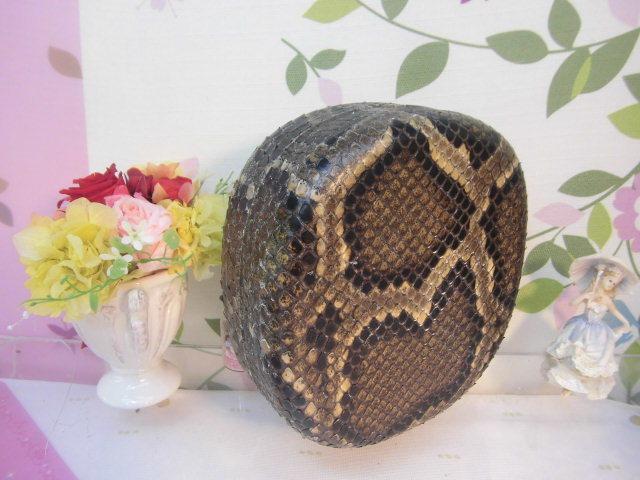(送料無料)32.980円 沖縄三線専用チーガ(胴) 蛇皮本張り 写真は参考出品見本画像です。_画像2