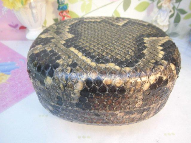 (送料無料)32.980円 沖縄三線専用チーガ(胴) 蛇皮本張り 写真は参考出品見本画像です。_画像3