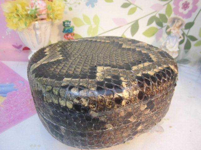 (送料無料)32.980円 沖縄三線専用チーガ(胴) 蛇皮本張り 写真は参考出品見本画像です。_画像5