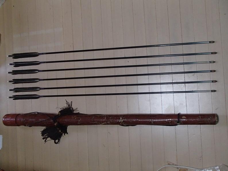 ■弓道【黒鷲】 矢6本セット 長め 1913 矢筒つき _画像1