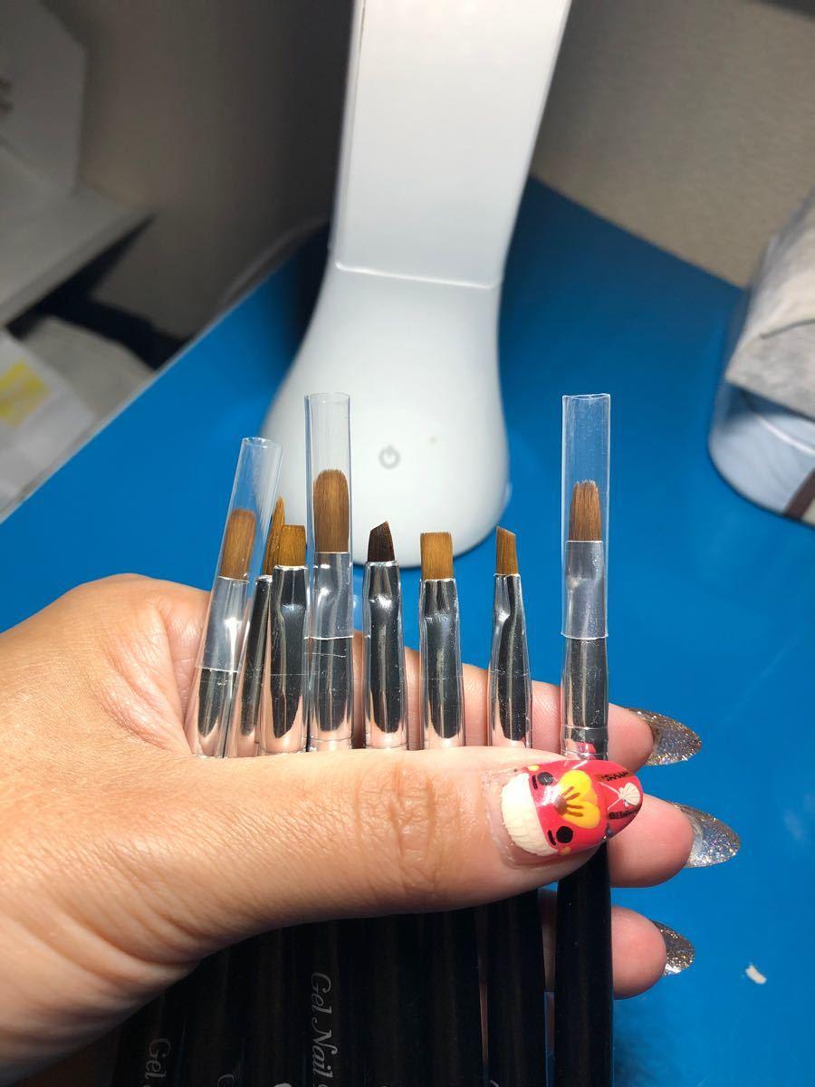 ジェルネイル専用筆、8本セット。7本新品、1本使用済み。