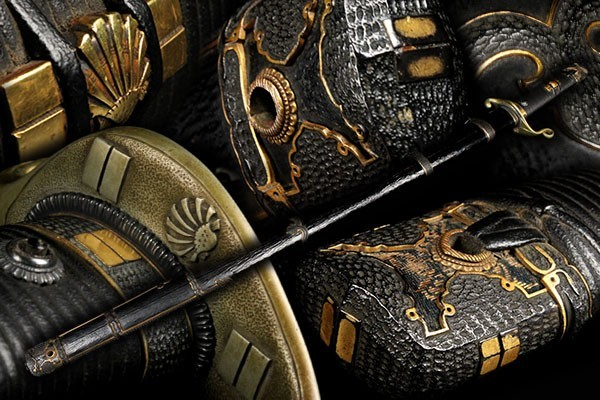 ● なかなかお目にかかれない大変貴重な古い軍刀拵!! 【金無垢目貫】革包漆の鞘柄巻に赤銅金具一作家紋一作の素晴らしすぎる拵です!! F25F