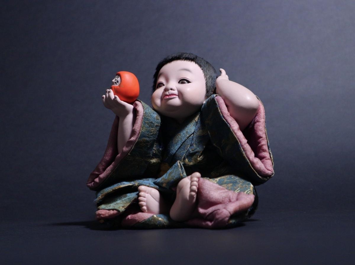 人間国宝 平田郷陽 作 「達磨で遊ぶ童子(仮題)」 生き人形 衣裳人形 日本人形 ガラスケース付き