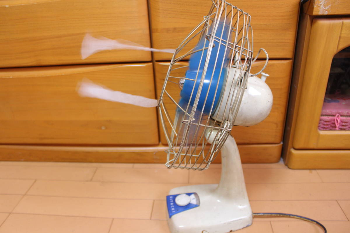 動作品! 日立A.C. DESK FAN M-6036。3枚羽扇風機 昭和レトロ アンティーク家電 インテリア ビンテージ大正ロマンHITACHI当時物 珍しい希少_動作品。首振りも動きました。
