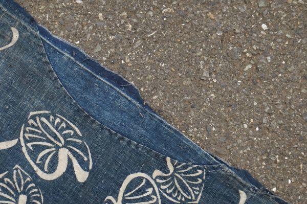 1395A1◆ボロ◆襤褸◆型染め◆葵の葉◆藍染木綿古布◆4幅◆継ぎ接ぎ◆継ぎ当て◆布団皮◆リメイク素材_画像5