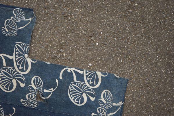 1395A1◆ボロ◆襤褸◆型染め◆葵の葉◆藍染木綿古布◆4幅◆継ぎ接ぎ◆継ぎ当て◆布団皮◆リメイク素材_画像4