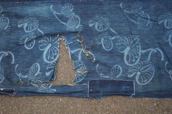 1395A1◆ボロ◆襤褸◆型染め◆葵の葉◆藍染木綿古布◆4幅◆継ぎ接ぎ◆継ぎ当て◆布団皮◆リメイク素材_画像9