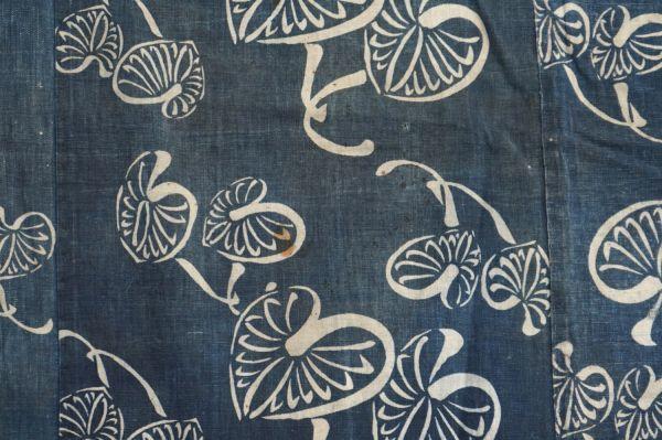 1395A1◆ボロ◆襤褸◆型染め◆葵の葉◆藍染木綿古布◆4幅◆継ぎ接ぎ◆継ぎ当て◆布団皮◆リメイク素材_画像3
