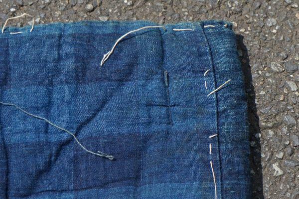 1468B5◆昔の布団◆綿入り◆藍無地◆格子◆枯れ藍◆藍染木綿古布◆アンティーク◆リメイク素材◆JAPAN BLUE_画像9