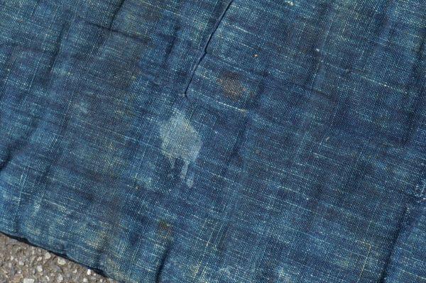 1468B5◆昔の布団◆綿入り◆藍無地◆格子◆枯れ藍◆藍染木綿古布◆アンティーク◆リメイク素材◆JAPAN BLUE_画像4