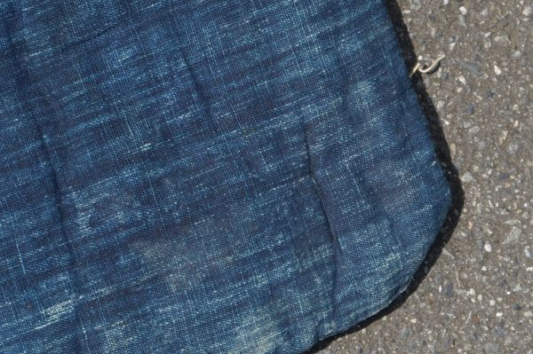 1468B5◆昔の布団◆綿入り◆藍無地◆格子◆枯れ藍◆藍染木綿古布◆アンティーク◆リメイク素材◆JAPAN BLUE_画像3