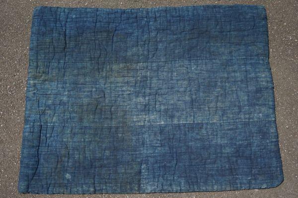1468B5◆昔の布団◆綿入り◆藍無地◆格子◆枯れ藍◆藍染木綿古布◆アンティーク◆リメイク素材◆JAPAN BLUE_画像1