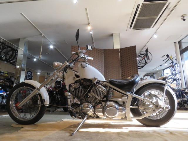 「□YAMAHA DRAG STAR 4TR ヤマハ ドラッグスター ホワイト 400cc 実動! 1996年式 車検R3.6 自賠R3.7 ローダウン アメリカン バイク 札幌発」の画像2