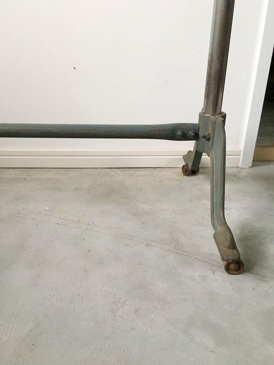 伸縮式のアイアンハンガーラック アンティーク インダストリアル 店舗什器 ビンテージ 古家具_画像10