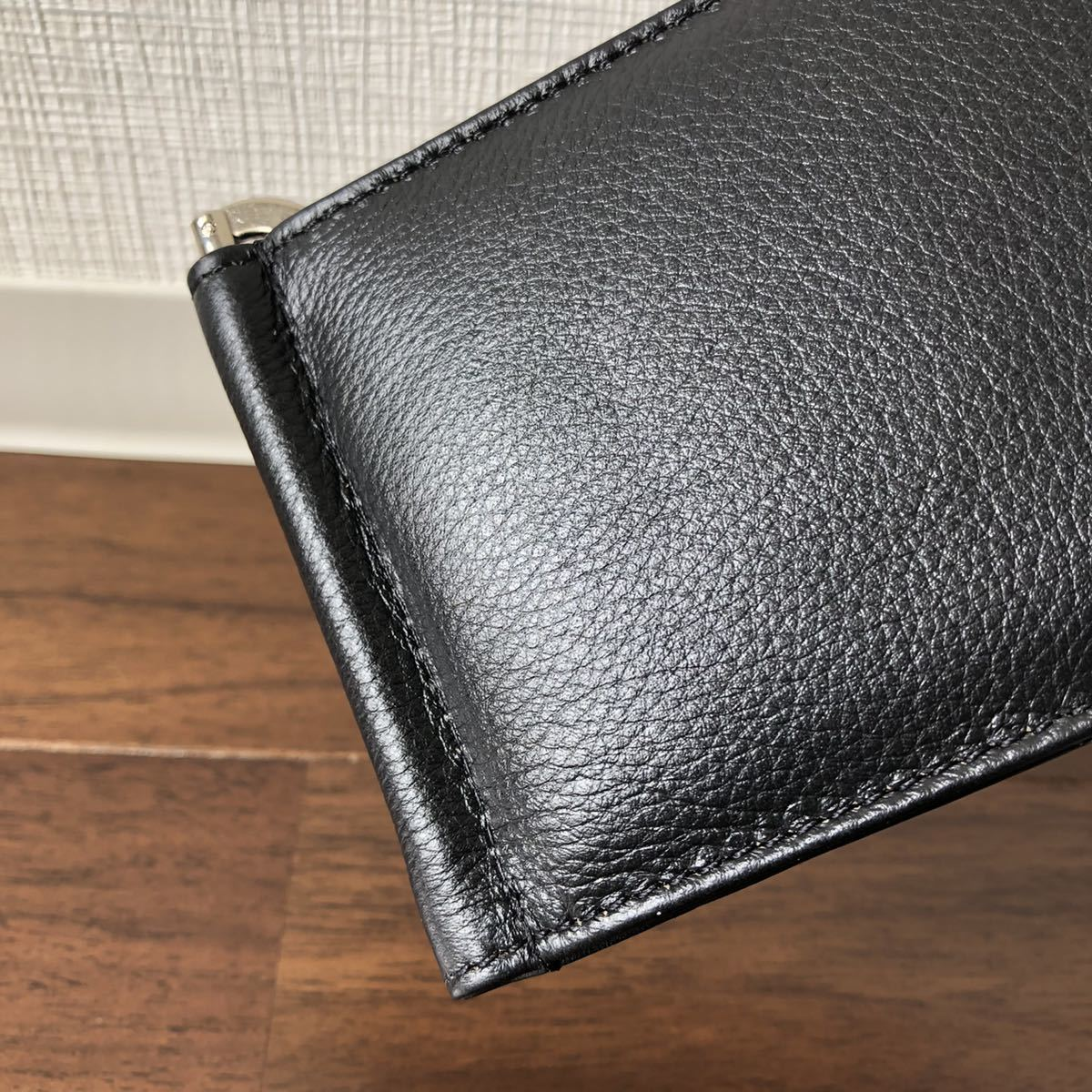 本革 ソフトレザー 薄型 マネークリップ ブラック 二つ折り財布 バネ口 コインケース メンズ レディース ビジネス コンパクト 薄マチ 財布_画像4
