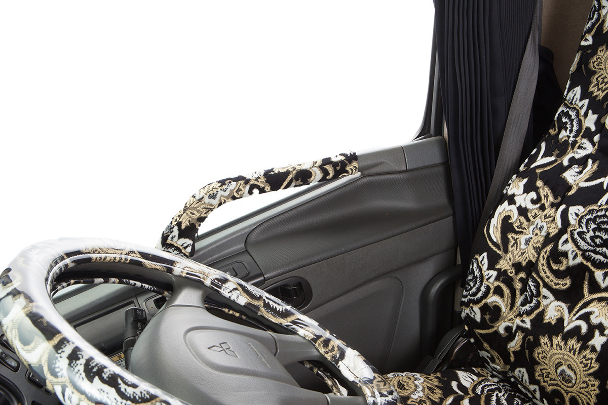 【送料800円】トラック内装 金華山 ドアハンドルカバー モンブランローズ ブラック いすゞ 07エルフ ハイキャブ 標準・ワイド H19.01~_画像2
