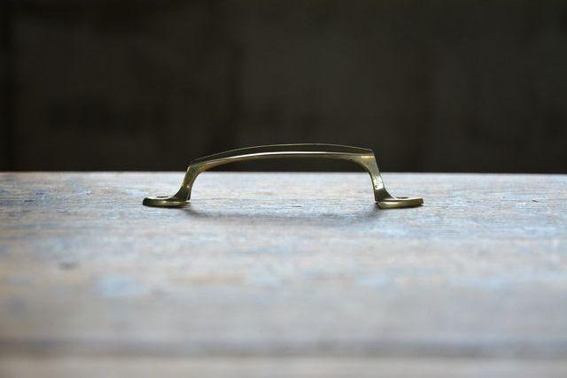 NO.2336 古い真鍮鋳物のフランス形フジ取手 120mm 検索用語→A50gアンティークビンテージ古道具真鍮金物取っ手引手引き手扉引出し_画像3