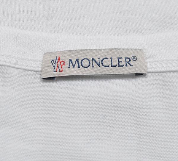 新品6.4万 MONCLER ( モンクレール ) 最高級!大人のハイクオリティーなペイントデザイン!Tシャツ 半袖 (Lサイズ)【直営購入】白_画像6