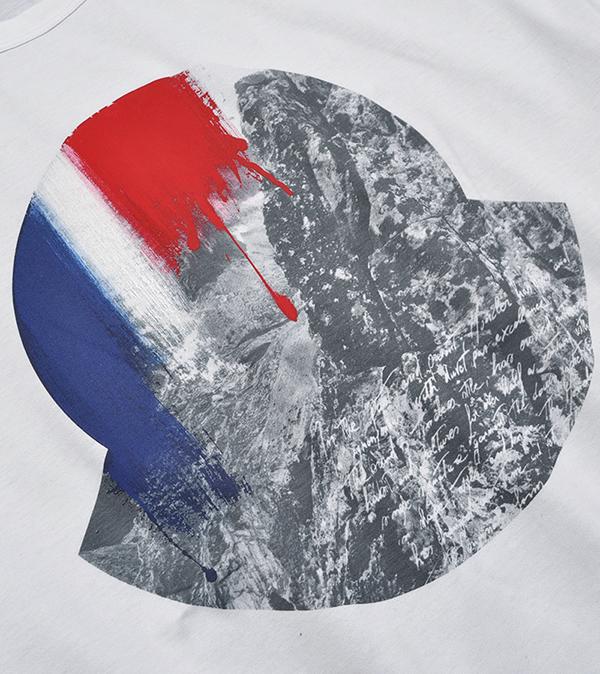 新品6.4万 MONCLER ( モンクレール ) 最高級!大人のハイクオリティーなペイントデザイン!Tシャツ 半袖 (Lサイズ)【直営購入】白_画像2