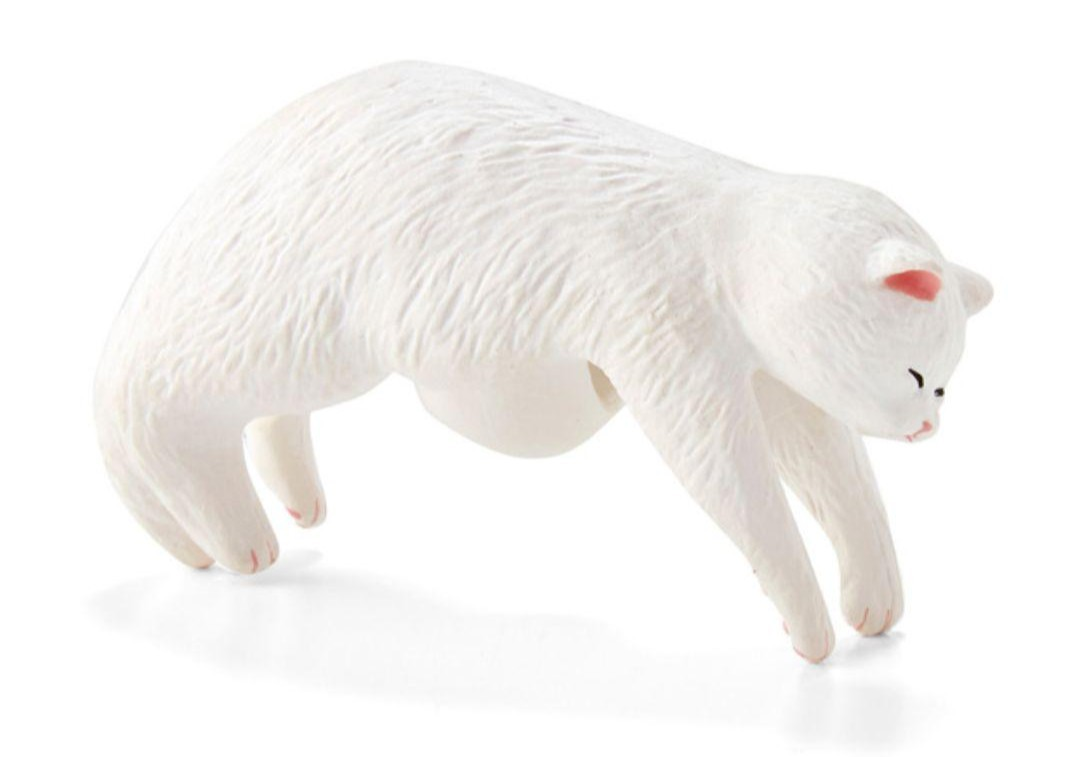 【白猫】フェリシモ そこで寝ちゃうの? だら~ん猫の傘タグ 猫部 マスコット