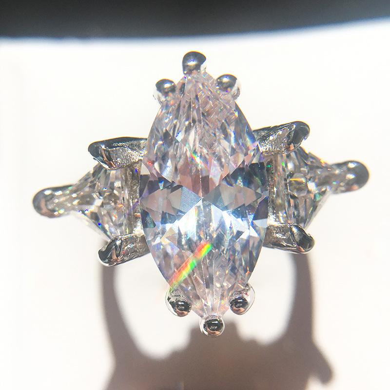 最高最上級カラー 2ct 3石 超大粒 レディース ダイヤリング指輪【プラチナ仕上】注目 新品 贈答品 価格高騰中