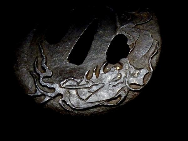 【刀装具 #0527】 長崎系統の厚みある重厚な雲龍図細工の鉄地鍔 金銀象嵌 【検:刀剣/拵え】_画像6