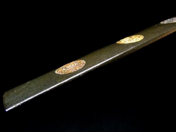 【刀装具 #1065】 水戸系統の生まれ良き優品です! 丸草花図 赤銅地 象嵌 小柄 【検:刀剣/拵え】_画像7