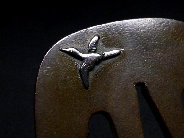 【刀装具 #1288】 石黒家を彷彿とさせる名作です! 鳥図 赤銅地 金象嵌色絵 鍔 桐箱付 【検:刀剣/拵え】_画像8