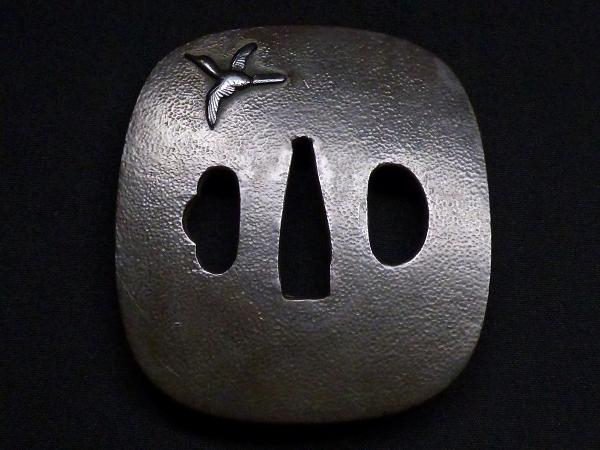 【刀装具 #1288】 石黒家を彷彿とさせる名作です! 鳥図 赤銅地 金象嵌色絵 鍔 桐箱付 【検:刀剣/拵え】_画像3