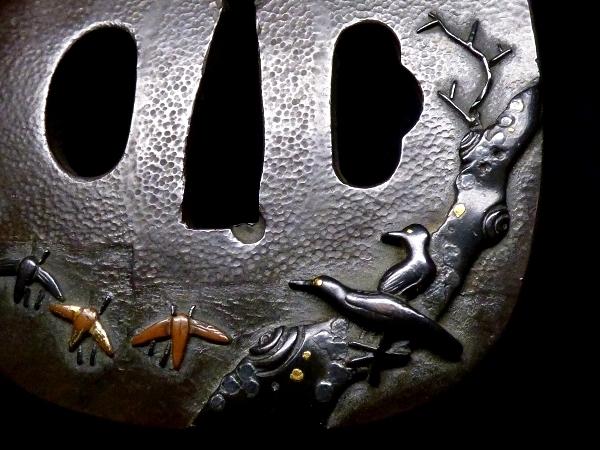 【刀装具 #1288】 石黒家を彷彿とさせる名作です! 鳥図 赤銅地 金象嵌色絵 鍔 桐箱付 【検:刀剣/拵え】_画像7