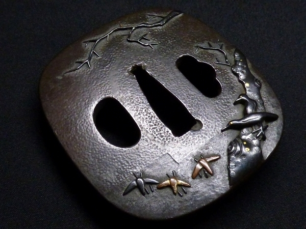 【刀装具 #1288】 石黒家を彷彿とさせる名作です! 鳥図 赤銅地 金象嵌色絵 鍔 桐箱付 【検:刀剣/拵え】_画像4