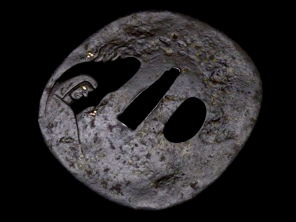 【刀装具 #1250】 土屋安親の名作を彷彿とさせる非常に珍しき構図の名作です! 達磨図 鉄地 象嵌 透かし鍔 桐箱付 【検:刀剣/拵え】_画像7