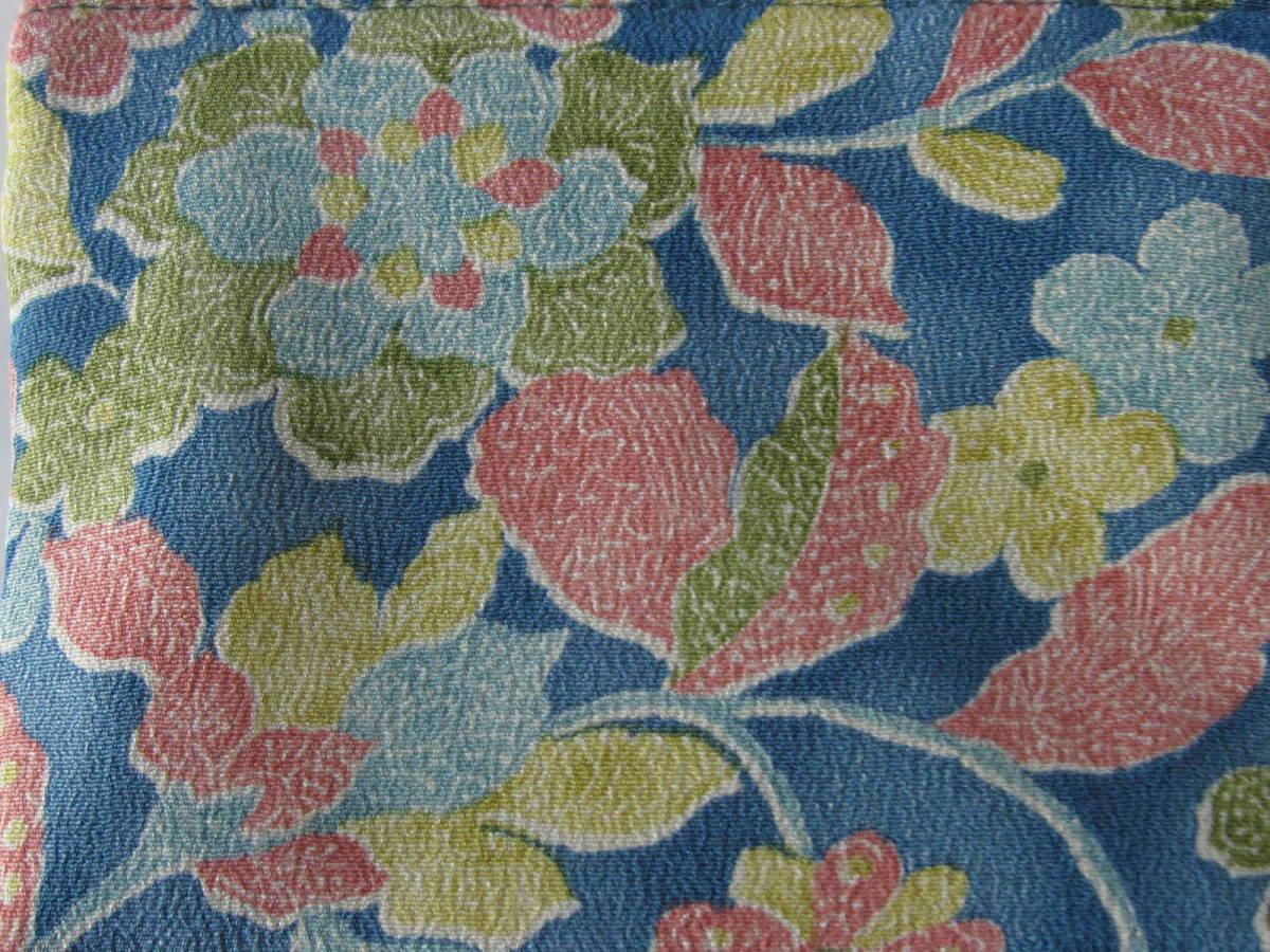手作り 着物リメイク ポーチ 一面に 花 模様 ちりめん 古布 帯 財布 小物 充電器 兼用 レトロ ハンドメイド 格安 可愛い 藍色×カラフル_画像4