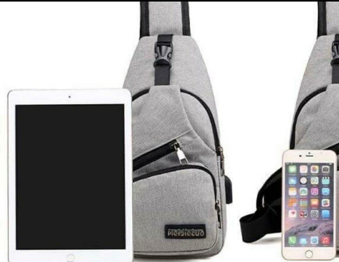 ボディ ショルダー バッグ メンズ グレー USBポート付 肩掛け 斜め掛け