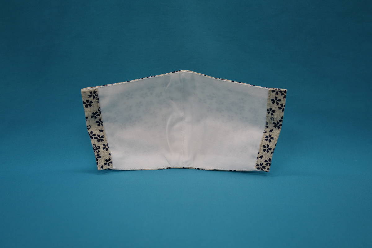 ◆小桜 白紺 ◆綿100% ◆和柄 ◆裏地白 ◆晒し ◆マスク用ゴム ◆立体 ◆ハンドメイド ◆使い捨てマスク節約 ◆マスクカバー_画像3