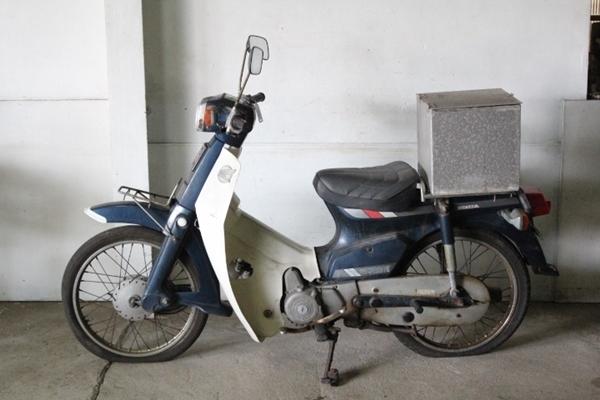 「TB526ホンダ スーパーカブ C70-8659914◇2-1237/ 走行31236km◇ジャンク/HONDA/第二種原動機付自転車/バイク/現状で/古道具タグボート」の画像1