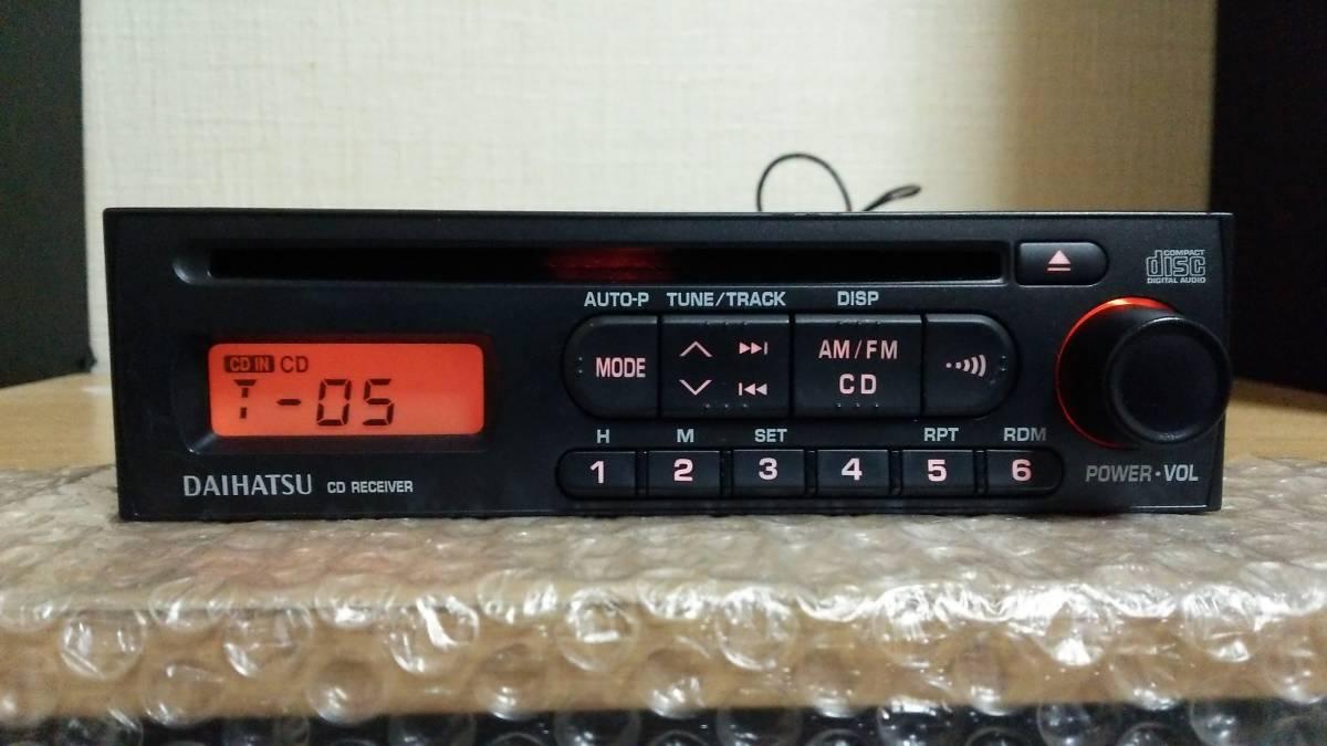 ダイハツ純正 CDデッキ CDプレーヤー オーディオ 86180-B2100 1din 動作OK 【AM/FM ラジオ チューナー ステレオ レシーバー ミラ タント等_画像2