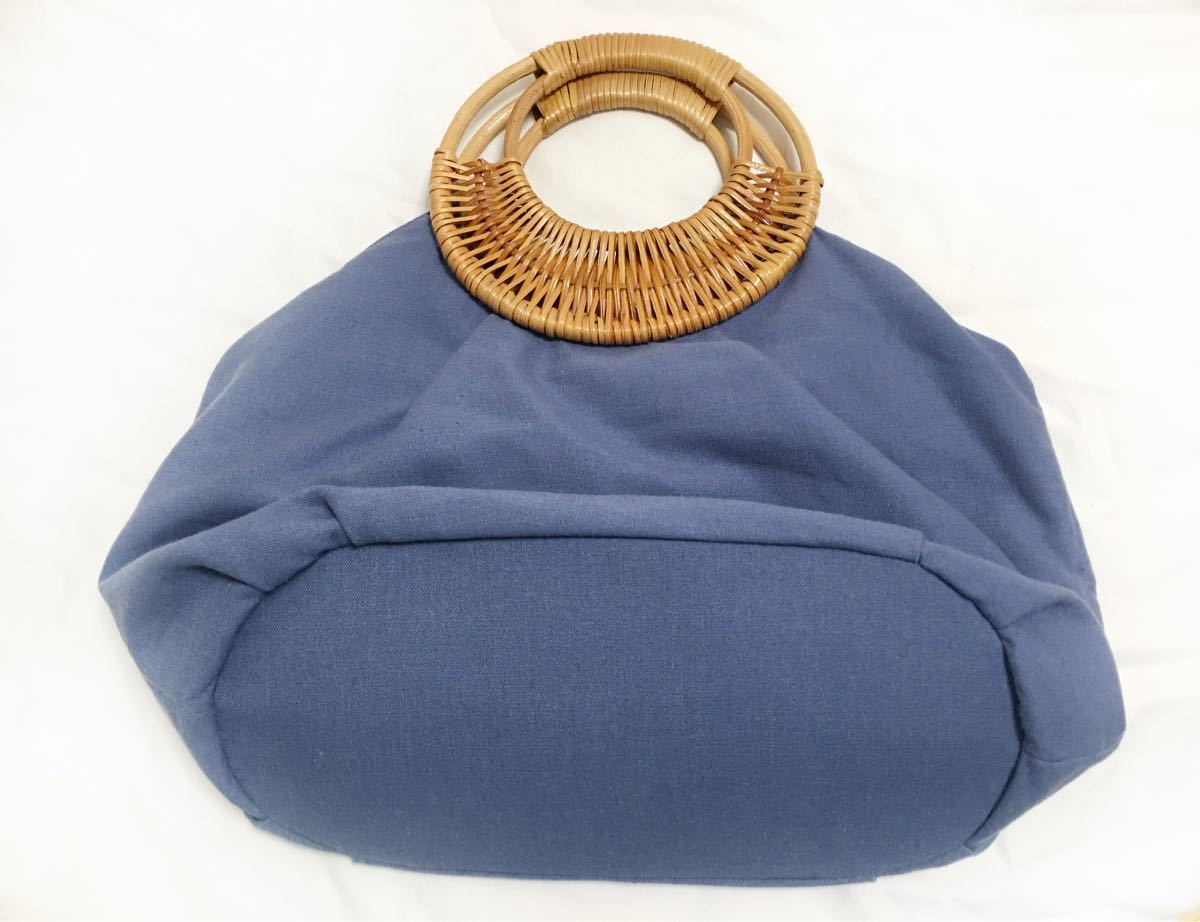 布バック 籐製持ち手 刺繍が可愛い手提げバックです