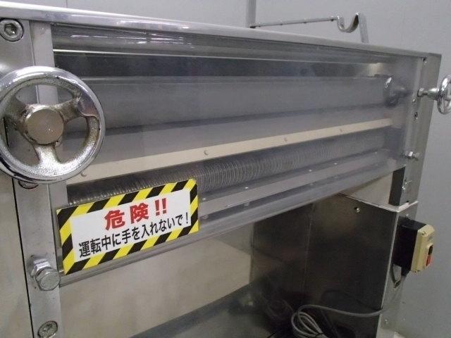 05-15579 中古品 製麺機(切出し機) 業務用 製麺 100V 電気式 ステンレス 麺 生地 切る 自家製 手作り うどん そば 手打ち カッティング _画像2