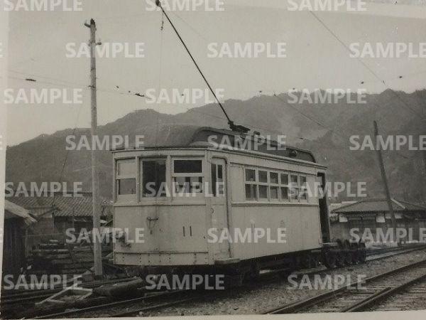 rT【写真】野上電気鉄道 電車 デハ11 昭和27年 日方 (木造 2軸 ダブルルーフ ポール式_画像1