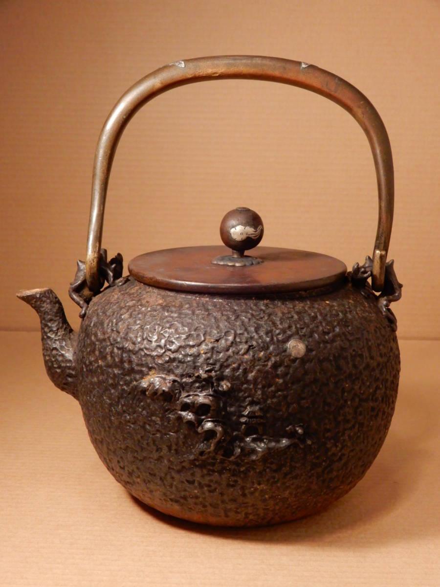 古い 日本 亀文堂 鉄瓶 家戊日本琵琶湖在東 波千鳥 銀象嵌 検龍文堂蔵六_画像1