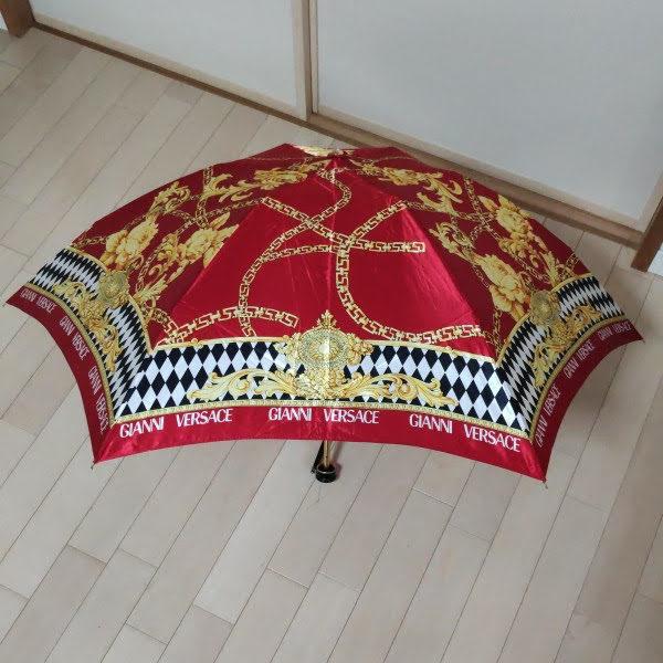 美品 GIANNI VERSACE ジャンニヴェルサーチ ロゴ 折りたたみ傘 雨傘 アンブレラ 高級傘 レッド系×マルチカラー 55cm