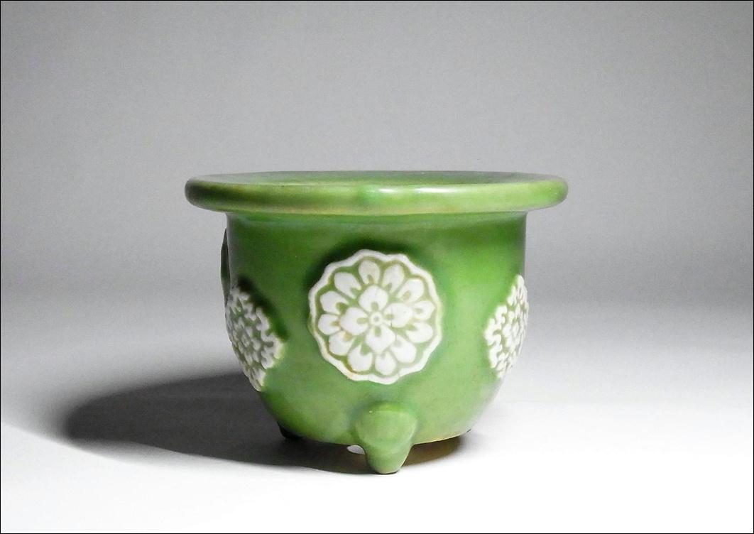 4■植木鉢 盆栽鉢■明治期 青磁 白磁浮出し花散し図 小品 植木鉢 高さ9.4cm