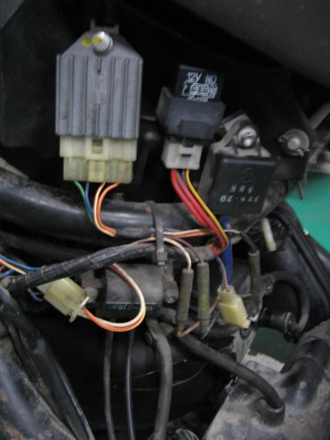 「アプリリア製 ガリバー 2スト メタリックグリーン色ぽい ベース車より部品取り車の方がいいと思います・・・ 」の画像2
