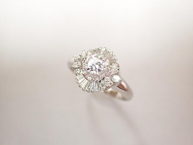 美品 Pt900 ダイヤ0.239ct(F-VS2‐FAIR) 他ダイヤ計0.38ct リング 指輪_画像1