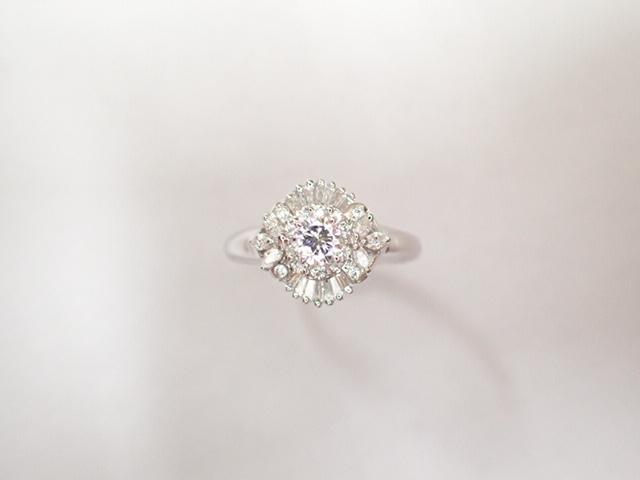 美品 Pt900 ダイヤ0.239ct(F-VS2‐FAIR) 他ダイヤ計0.38ct リング 指輪_画像2