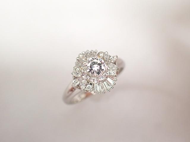 美品 Pt900 ダイヤ0.239ct(F-VS2‐FAIR) 他ダイヤ計0.38ct リング 指輪_画像3