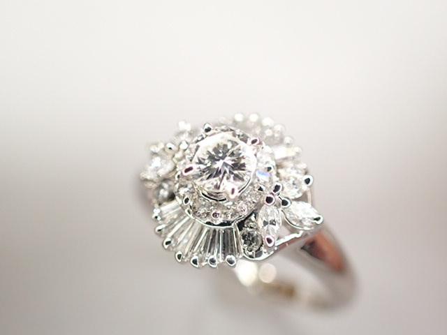 美品 Pt900 ダイヤ0.239ct(F-VS2‐FAIR) 他ダイヤ計0.38ct リング 指輪_画像4